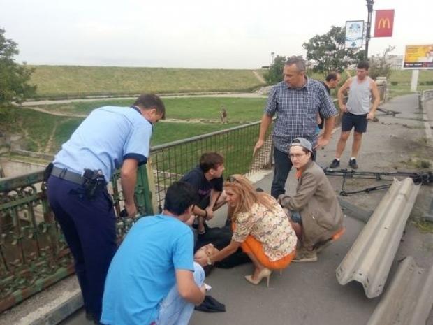 Jurnalisti loviti de o masina